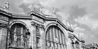 Limousine service on Paris to a Train station
